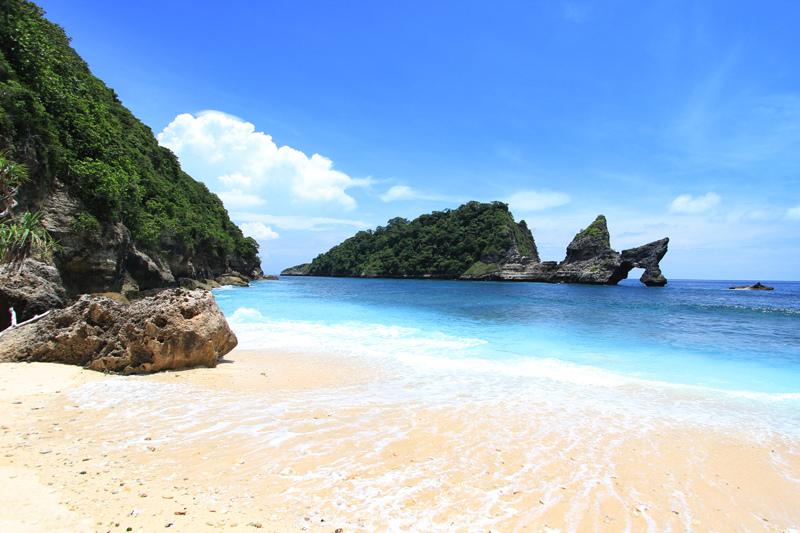 obyek wisata pantai atuh nusa penida