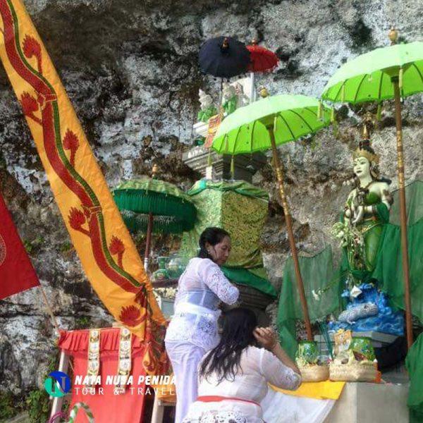 Pura Roro Kidul Nata Nusa Penida Tour